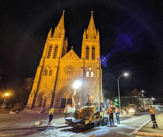 North Adelaide - asphalt laying - King William Rd 1