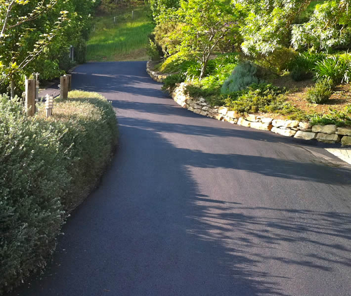 Residential curving driveway asphalt reseal